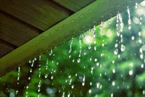 Xây nhà vào mùa mưa. Có nên hay không?